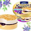 2種のチーズケーキ風アイスとブルーベリーソースが相性バツグン!「明治 エッセルスーパーカップ Sweet's ブルーベリーチーズケーキ」新登場♪