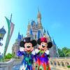 """ミッキー&ミニーが2種類の衣装で豪華におめかし♪『ディズニー・ハロウィーン』「フェスティバル・オブ・ミスティーク」「スプーキー""""Boo!""""パレード」のコスチュームをひと足早くお披露目!"""