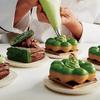 ポン・デ・リングのもちもち食感と、サクサクのパイを合体☆ ミスド&祇園辻利&Toshi Yoroizukaの3社共同開発による『抹茶の、頂シリーズ』発売!