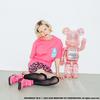 「X-girl(エックスガール )」×「BE@RBRICK(ベアブリック)」コラボアイテムが発売!ピンクのクリア素材のボディの中で、X-girlロゴブロックが光る☆
