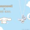 お空を飛んでいるシナモンが可愛い♡ ブルーのストーンが輝く「シナモロール×THE KISS」コラボジュエリーが発売!