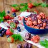 3種のベリーを贅沢に使用♡ 爽やかな夏限定レシピ『トリプルベリー キャラメルクリスプ™』がギャレット ポップコーン ショップス®に今年も登場!