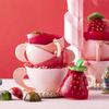 不思議の国のアリスと苺をモチーフにした愛らしいティーカップ&苺のチョコレートセットも♡ ヒルトン東京にバレンタインスイーツが登場!