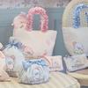 アイスクリームカラーのサムが可愛い♡ Maison de FLEURから、リボンとパールがキュートな「タキシードサム」とのコラボ商品が発売